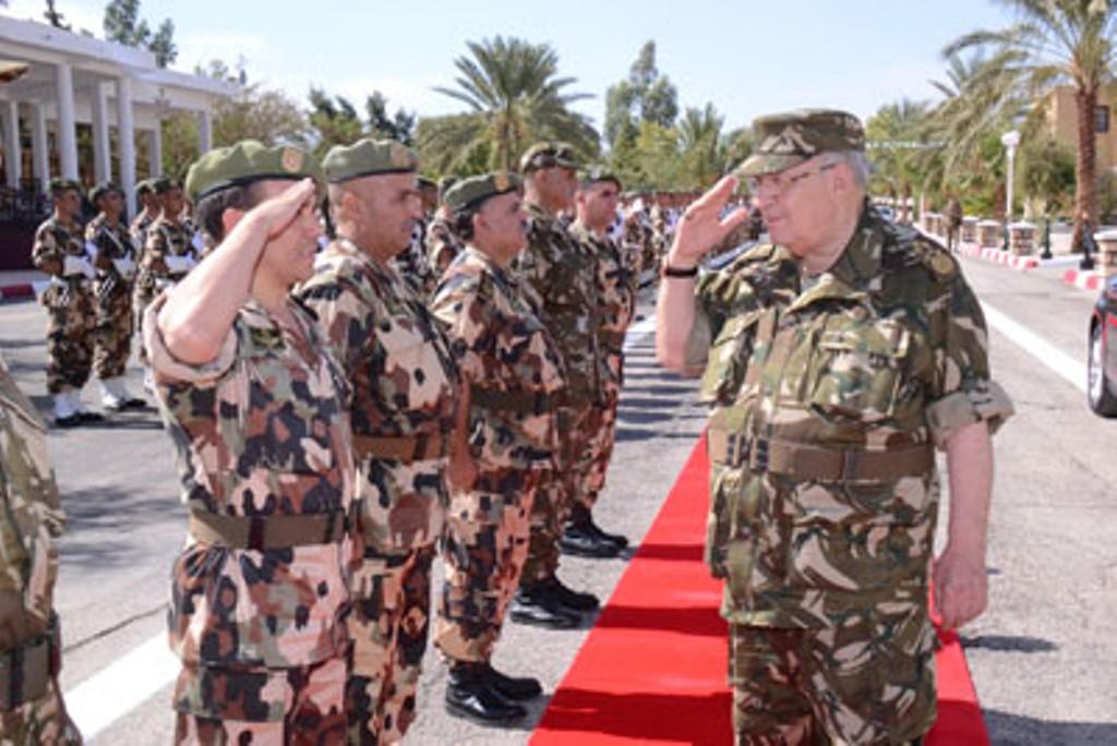 الجزائر : صلاحيات نائب وزير الدفاع الوطني - صفحة 4 30740674136_97fd444742_o