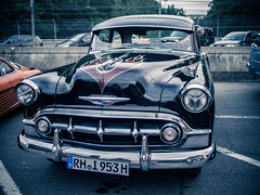 automobile, automotive exterior, pontiac chieftain, vehicle, automotive design, full-size car, compact car, antique car, vintage car, land vehicle, luxury vehicle, motor vehicle, classic,