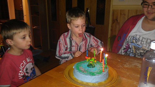 Blowing out candles - Skylanders 1