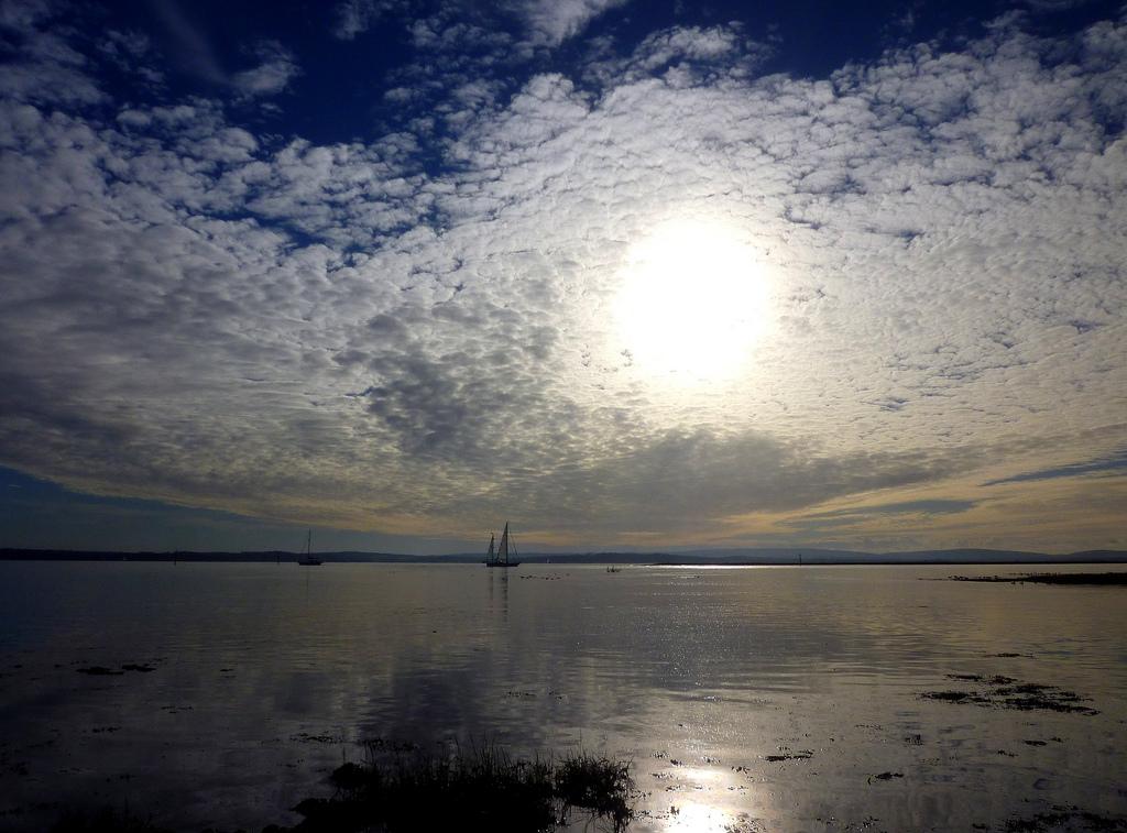 14. Puesta de sol sobre el mar, en la isla de Wight. David Coombes