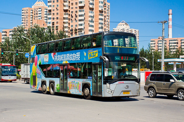 [Buses in Beijing]京华 Jinghua BK6126S1 (Low-floor) 北京公交集团 BPT #86016 Line T11 Front-right at Beiyuanjiayuan