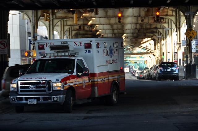Ambulancia en el barrio del Bronx