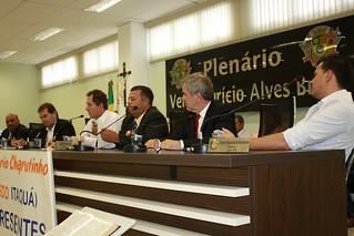 Na mesa, da esq. p/dir.: vereador Firmino Firmeza, deputado Paulinho da Força, vereadores Roberto Letrista e Luizão; o ex-prefeito Mário Moreno e o vereador Gilberto Tico