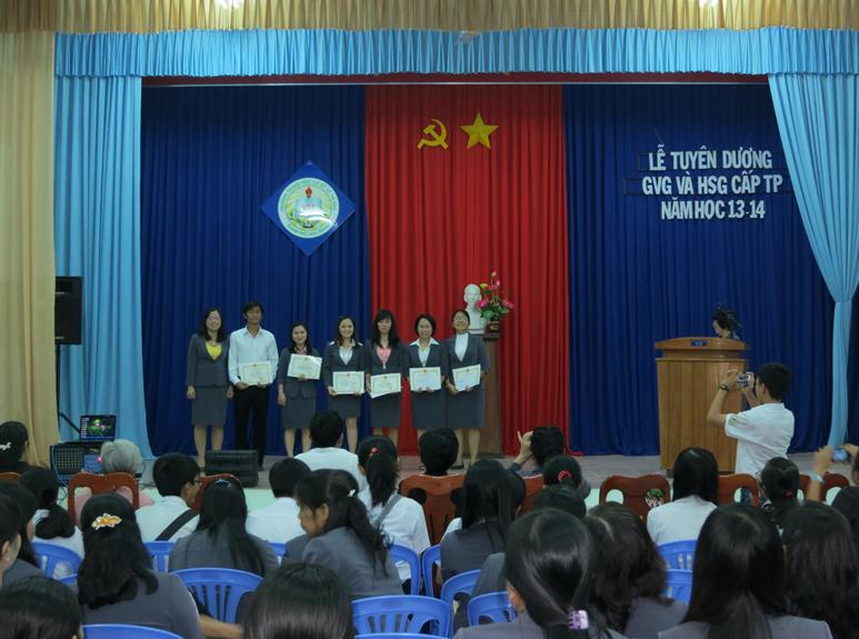 Buổi lễ tuyên dương GVG, HSG cấp thành phố năm học 2013 – 2014