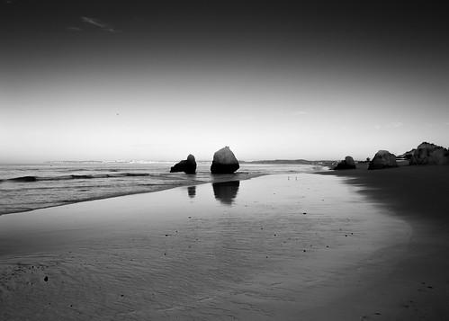 summer bw praia beach portugal monochrome sunrise blackwhite rocks lagos verão lowtide algarve alvor portimão 24105mm marébaixa ef24105mmf4 farodistrict canoneos5dmarkiii 5d3 ilobsterit