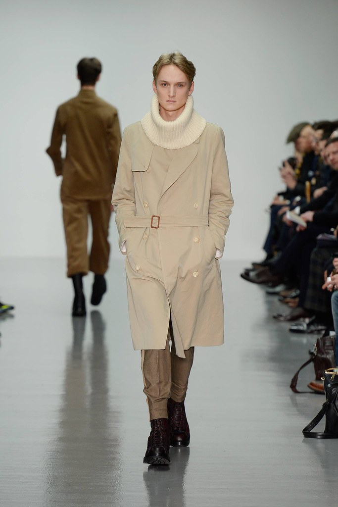 FW14 London Lou Dalton002_Alexandre Laible(VOGUE)