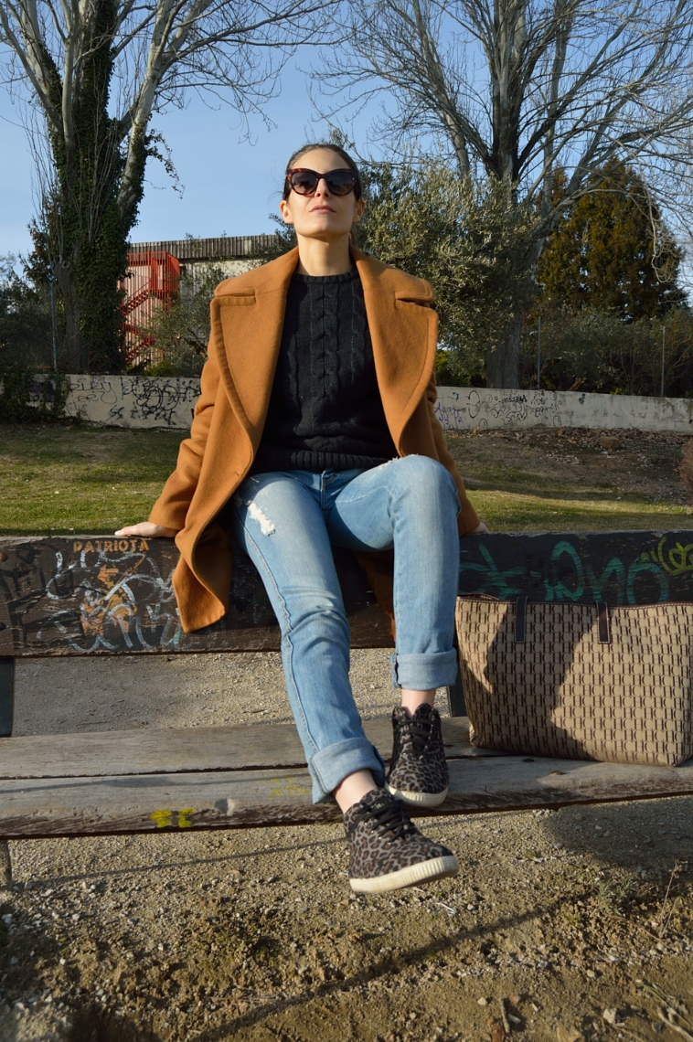 lara-vazquez-madlula-blog-jeans-sneakers-casual-easy-chic-look