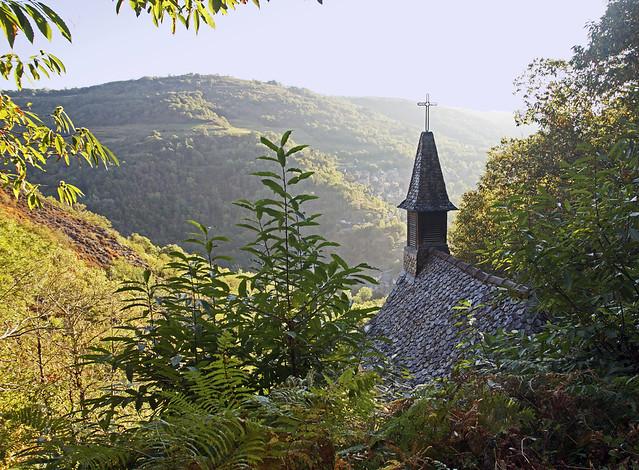 16 2445 - Aveyron, petite chapelle Sainte Foye au dessus de Conques
