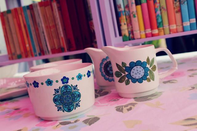 vintage_floral_jugs