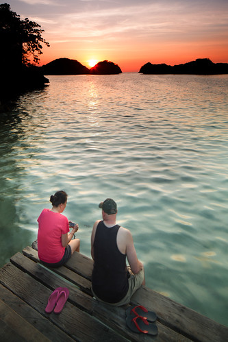 silhouette sunrise couple honeymoon pair philippines sweethearts goldenhour pangasinan humaninterest alaminos breakofdawn humanelement quezonisland hundredislandsnationalpark singhraylbwarmingpolarizer canoneos5dmarkiii canontse24mmf35lii singhrayreversendgradfilter canongpsreceivergpe2