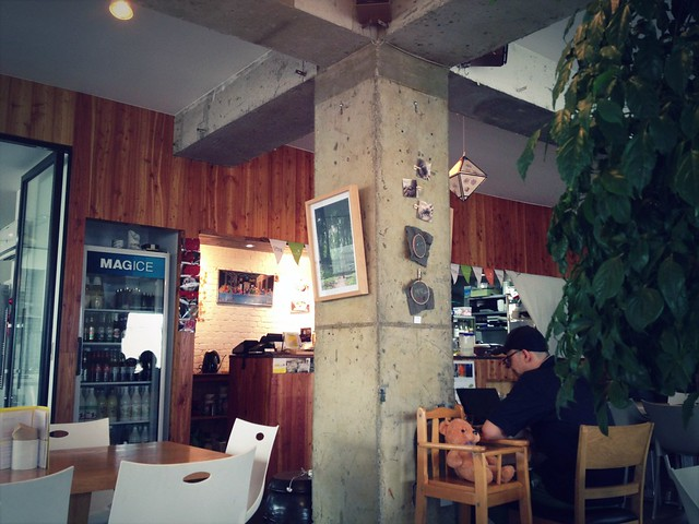 Amy Colleen: Cafe Slobbie + Loving Hut Rainbow, Seoul, South Korea