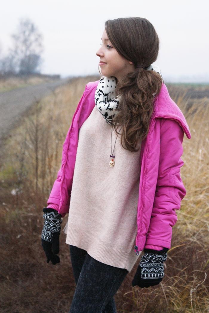 różowa kurtka reporter