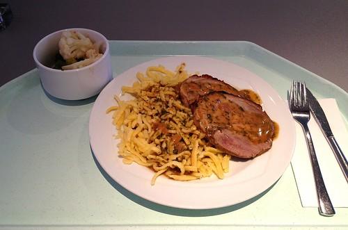 Putenrollbraten mit Kräuterrahmsauce & Spätzle / Rolled turkey roast with herb cream sauce & spaetzle