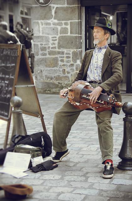 Dinan street musician
