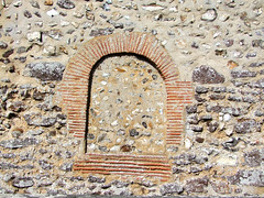 Norman window, Roman brick