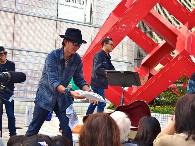 コブクロ ストリートライブ お手製チラシ配布 2013年10月18日 アリスガーデン 広島市中区新天地