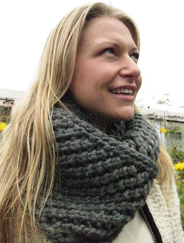 closeup infinity scarf