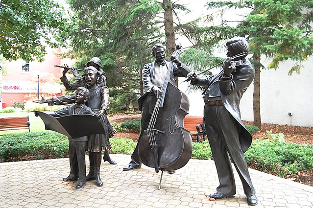 Family band statue, Holland, Michigan