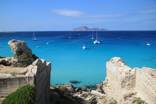 sea italy beach island boat europa europe mediterranean italia day ile playa sicily bateau plage spiaggia italie sicilia isola favignana egadi levanzo mediterranee sicile egades pwpartlycloudy