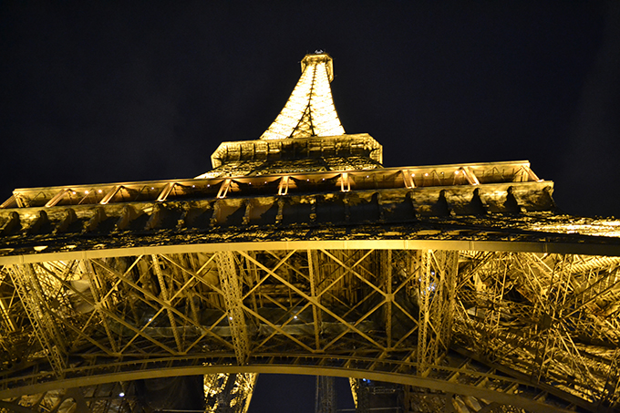 eiffeltower up skirt