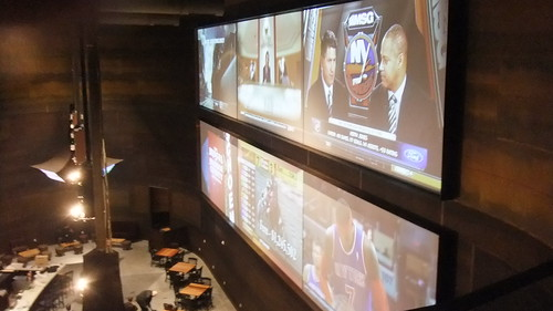 SnapShot | The Huge TV's In The Victory Sports Bar That Span Two Floors #New #Meadowlands