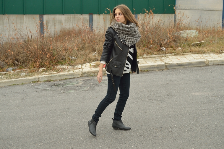 lara-vazquez-madlula-streetstyle-casual-look-black-outfit-perfecto-jacket