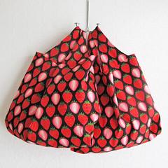 orange(0.0), umbrella(0.0), furniture(0.0), lampshade(0.0), polka dot(0.0), art(1.0), pattern(1.0), coin purse(1.0), red(1.0), design(1.0), pink(1.0),