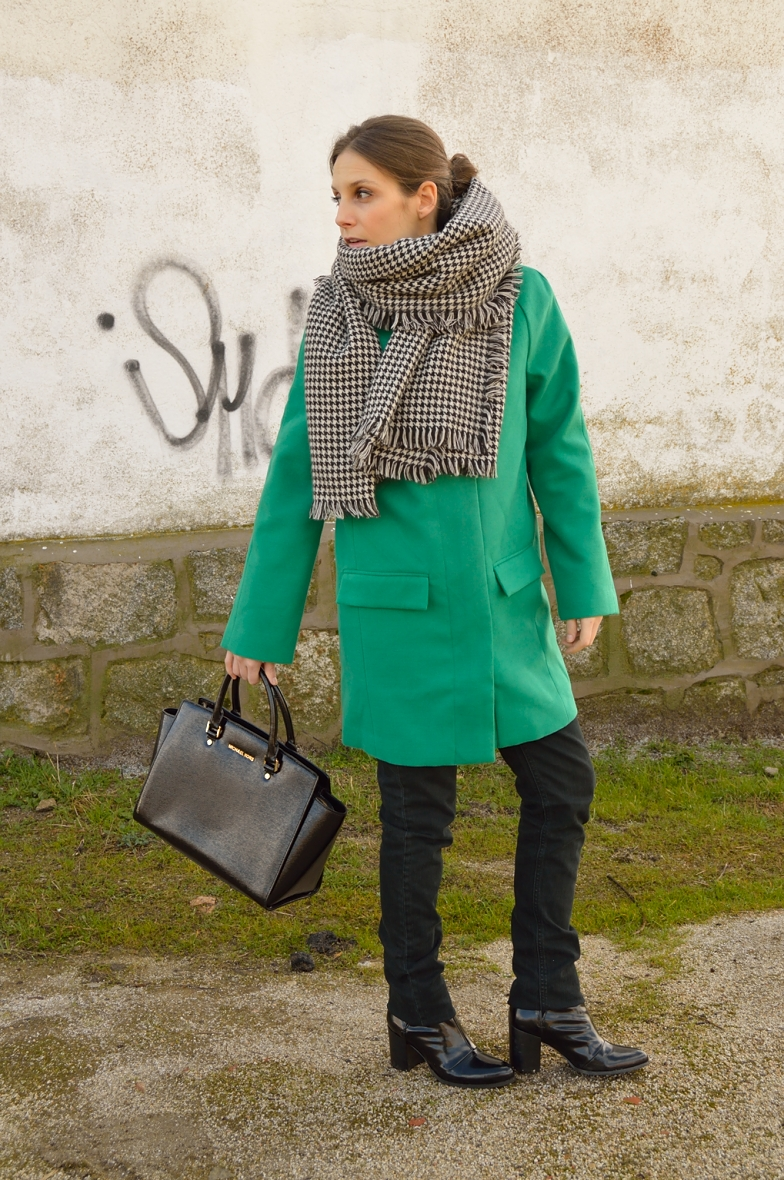 lara-vazquez-madlula-blog-fashion-style-green-coat-look