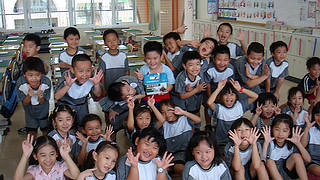 協會向國小學童推廣認養發票箱活動