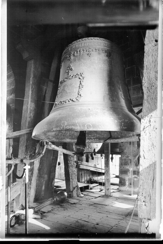 Campana Gorda de la Catedral a comienzos del siglo XX. Fotografía de J. Lacoste © MECD, Fototeca del IPCE, signatura VN-13332_P