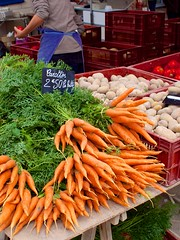Carrots (or carottes) on sale - Photo of Monthoiron