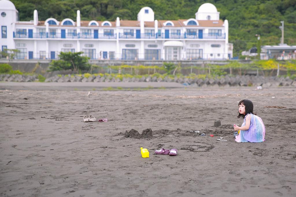 愛玩沙的孩子