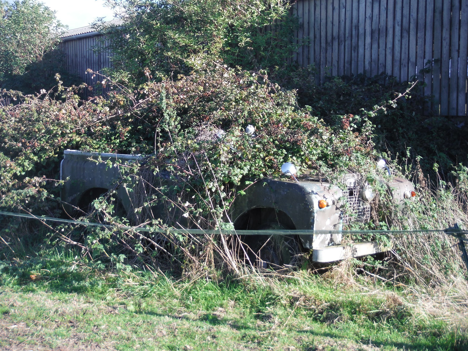 Slightly overgrown Land Rover, Barns Farm, Aston Abbotts SWC Walk 194 Aylesbury Vale Parkway to Aylesbury