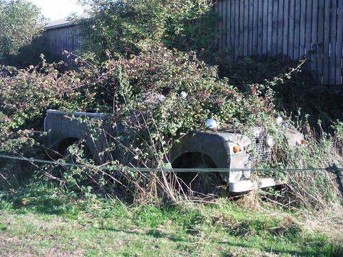 Slightly overgrown Land Rover, Barns Farm, Aston Abbotts