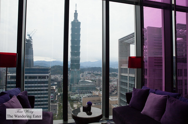 YEN Bar with a view of Taipei 101