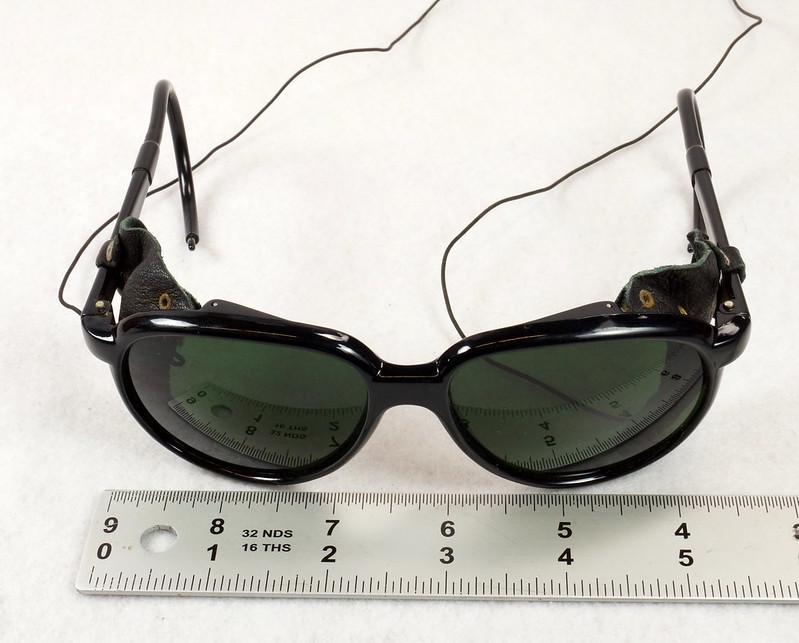 RD14855 Vintage 70s 80s Aviator Ski Motorcycle Sunglasses Black with Leather Side Shield Nylon Frame Japan DSC06467