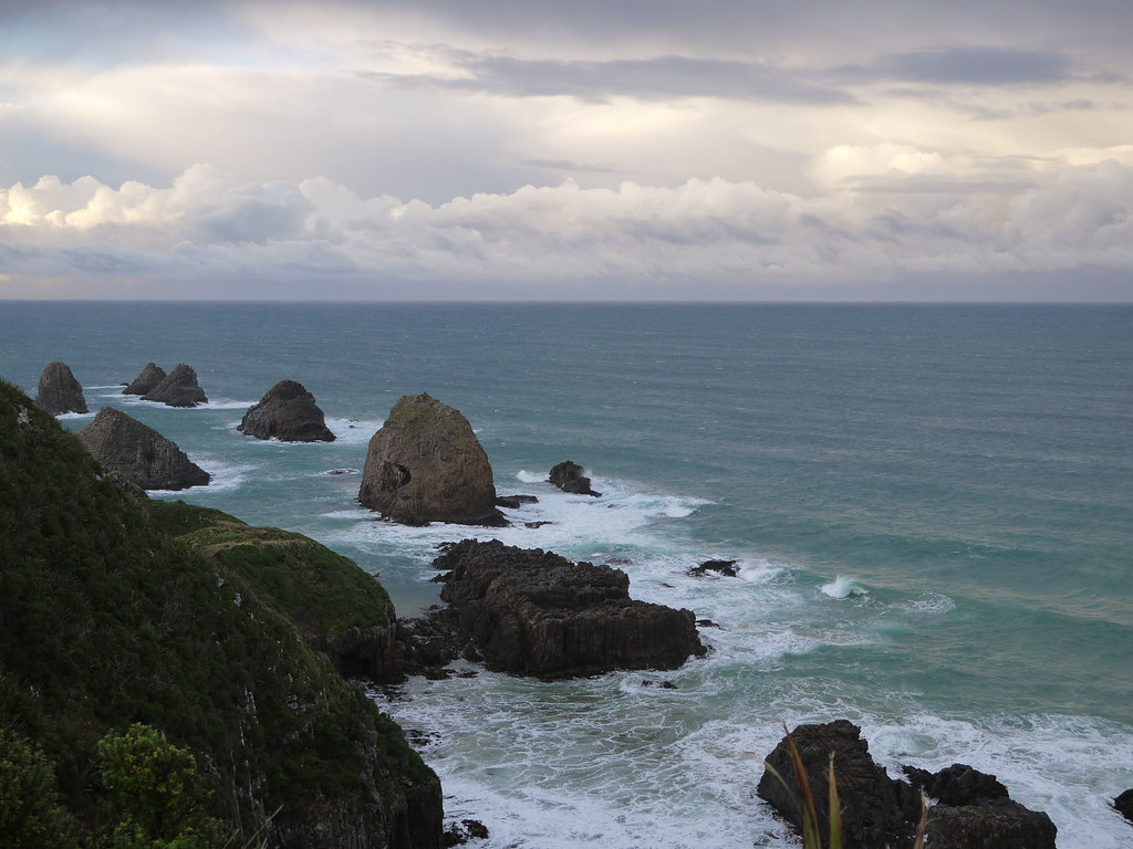 灯塔附近的海岸,海水都很有味道