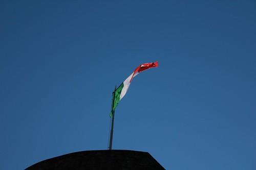 Rocca: bandiera sopra la fortezza