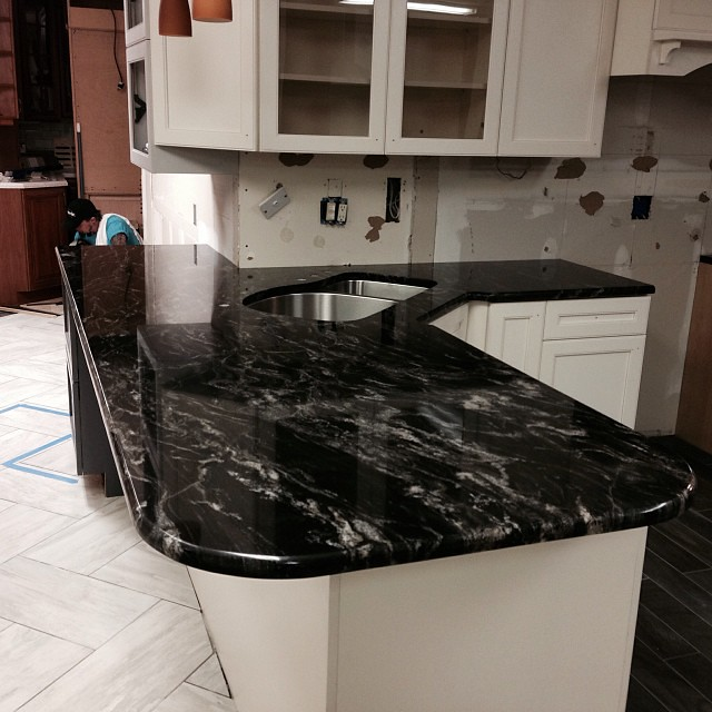 black forest granite countertops innovatestones. Black Bedroom Furniture Sets. Home Design Ideas