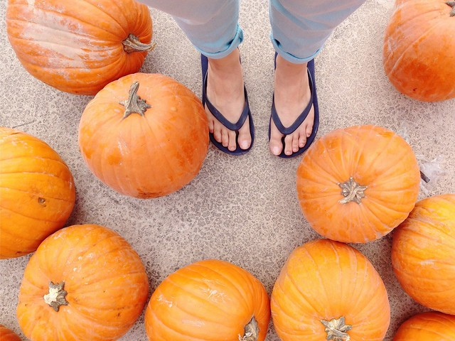 Flip flops with pumpkins