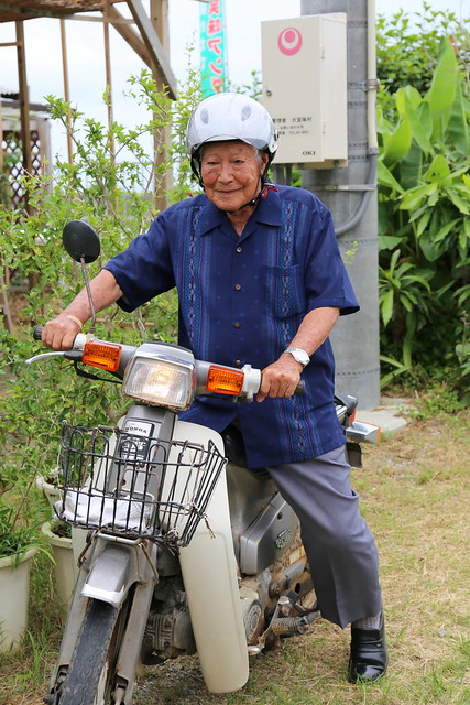 This 90+ year old man still rides a motorcycle!