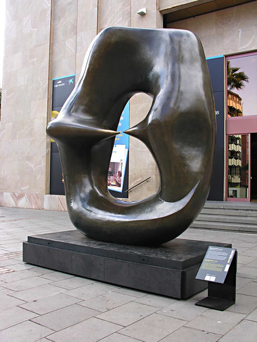 Henry Moore, Oval with Points