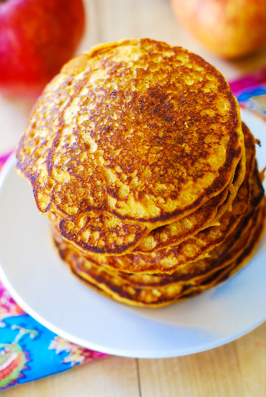 Easy pumpkin pancakes recipe, Thanksgiving breakfast recipes, how to make pumpkin pancakes, pumpkin recipes, Thanksgiving recipes, healthy pancakes