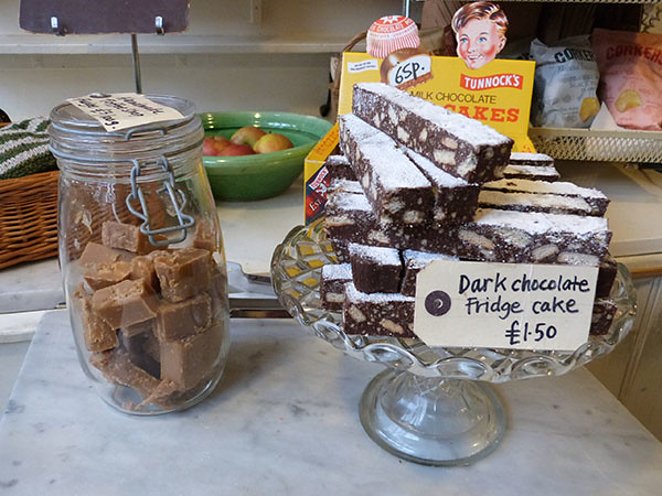 fudge and fridge cake