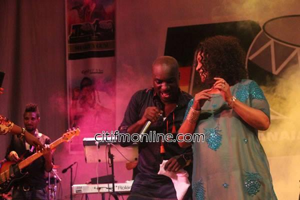 Kwabena Kwabena joined by Paulina Oduro on stage