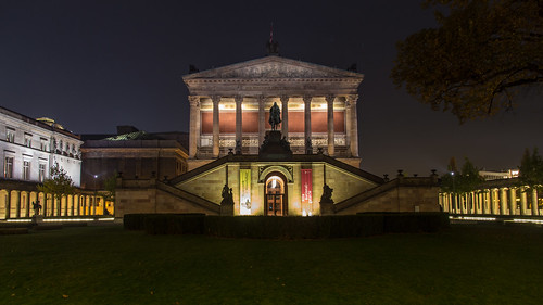 Alte Nationalgalerie at night