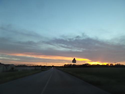 Un tramonto tra la via del Lavoro by Ylbert Durishti