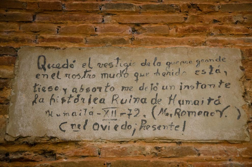 Una de las antiguas placas que quedan en las paredes de las Ruinas de Humaitá, Departamento de Ñeembucú. (Elton Núñez)
