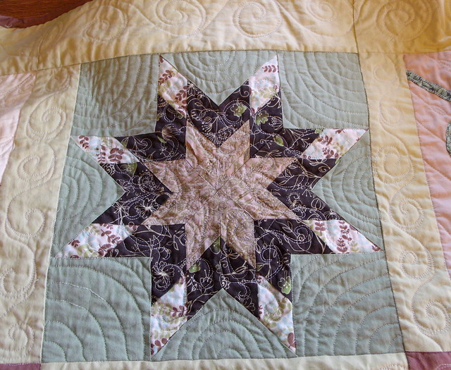 Mini Lone Star / Lemoyne Star block - quilted
