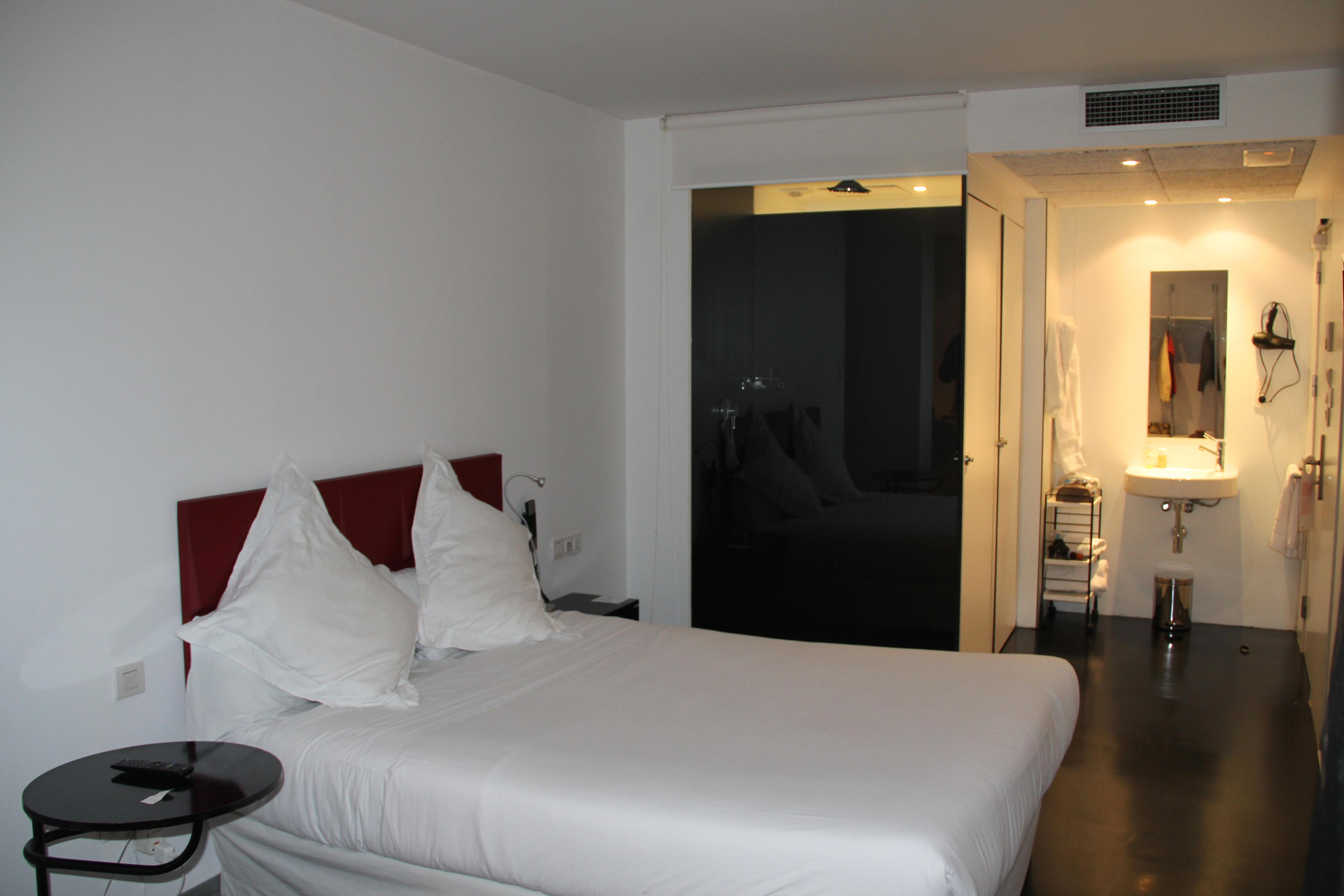 Mayerling: hotel moderninho no centro de Madri com diárias a partir  #AD751E 4939x3293 Banheiro Bbb 2014